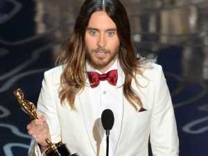 jared-leto-thanks-his-high-school-drop-out-single-mom-in-oscar-acceptance-speech